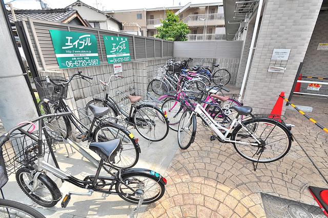 オランジュ上小阪 屋内にある駐輪場は大切な自転車を雨から守ってくれます。