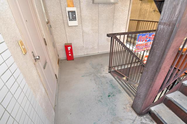 シャトール源氏ケ丘 玄関まで伸びる廊下がきれいに片づけられています。