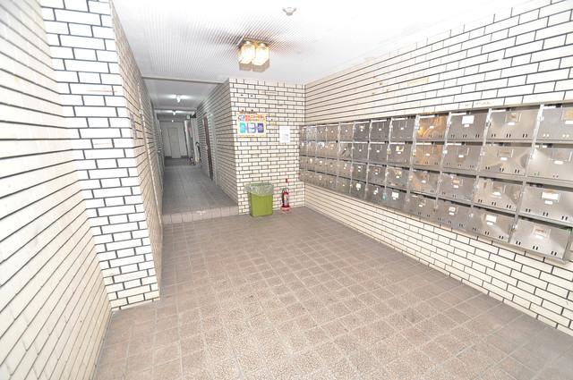 グランドハイツ大今里 エントランス内には各部屋毎のメールボックスがあります。