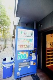 建物内に自販機がございます。