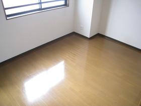 https://image.rentersnet.jp/2f4b1181-1bf4-4830-916b-3fd7cccef886_property_picture_961_large.jpg_cap_居室