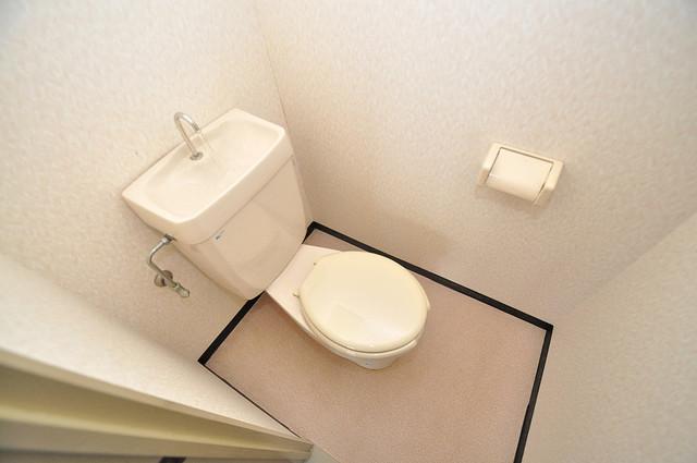 エンゼルハイツ小阪本町 清潔感のある爽やかなトイレ。誰もがリラックスできる空間です。