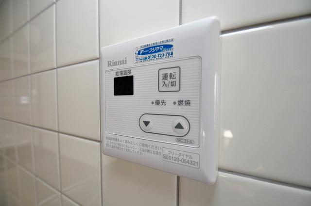 カメリア俊徳道 給湯リモコン付。温度調整は指1本、いつでもお好みの温度です.