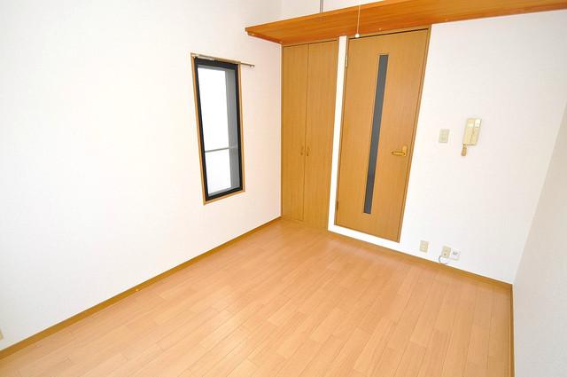 ロンモンターニュ小阪 朝には心地よい光が差し込む、このお部屋でお休みください。