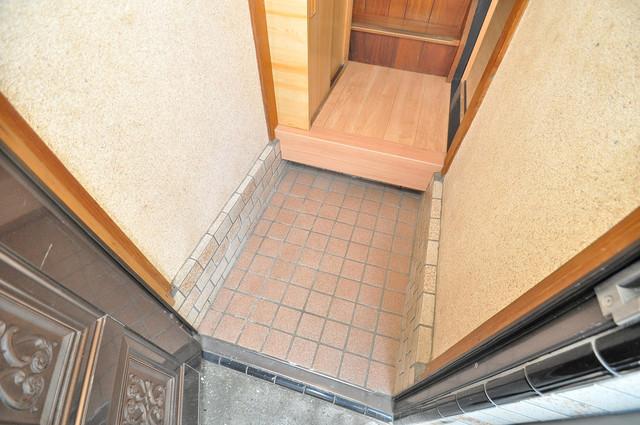 長田3-1-35 貸家 素敵な玄関は毎朝あなたを元気に送りだしてくれますよ。