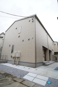https://image.rentersnet.jp/2fe9946d-49e0-4825-ac31-75eb6bd3abc6_property_picture_3276_large.jpg_cap_外観