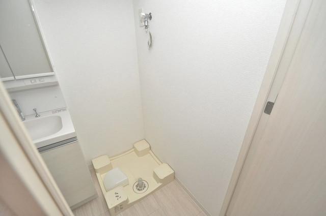 アドバンス大阪フェリシア 嬉しい室内洗濯機置場。これで洗濯機も長持ちしますね。