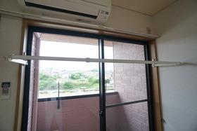 https://image.rentersnet.jp/2ff6684f-f093-4bd9-a617-ffd0f6470e1b_property_picture_956_large.jpg_cap_室内物干し