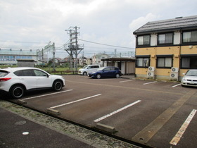 https://image.rentersnet.jp/3034d6fe0663a88cc0aee8f6cbc32499_property_picture_3186_large.jpg_cap_駐車場