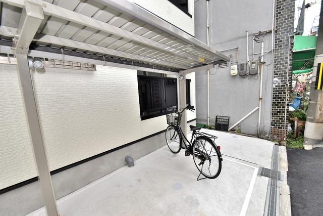 GRANDIR 小路東 敷地内にある専用の駐輪場。雨の日にはうれしい屋根つきです。