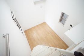 https://image.rentersnet.jp/3072fb8c-8d5b-4353-b501-fec7d37b7415_property_picture_2987_large.jpg_cap_ロフトから見た洋室
