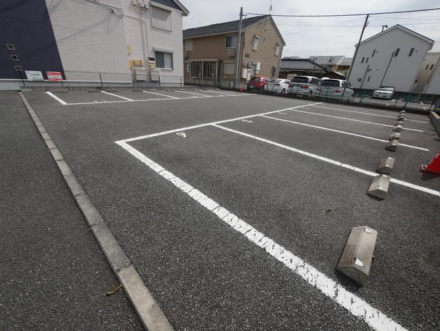 ルミエールⅢ駐車場