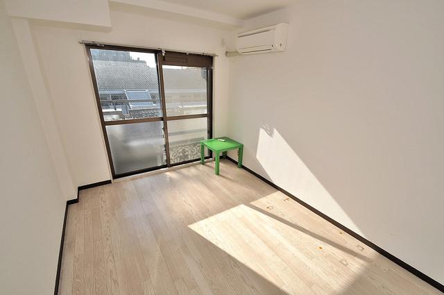 ロイヤル巽 陽当りの良いベッドルームは癒される心地良い空間です。