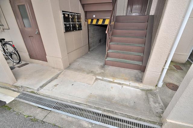 浅田ハイツ この階段を登った先にあなたの新生活が待っていますよ。