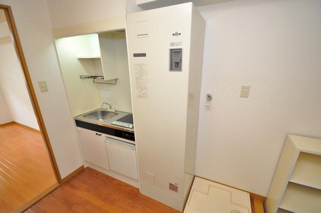 ロンモンターニュ小阪 コンパクトながらミニ冷蔵庫も完備。機能的です。
