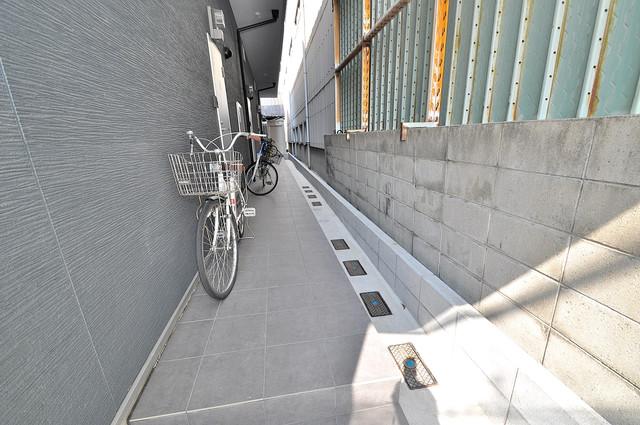 ドゥエマーニ楠根 玄関まで伸びる廊下がきれいに片づけられています。