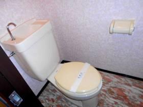 トイレ内にコンセントがあります