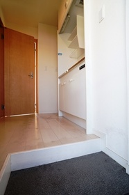 https://image.rentersnet.jp/3166d677-a5cb-488d-9c39-87afd8ab4af7_property_picture_962_large.jpg_cap_玄関