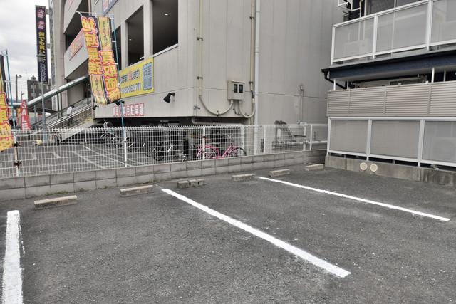 シティーコア高井田Ⅱ 敷地内には駐車場があり安心ですね。