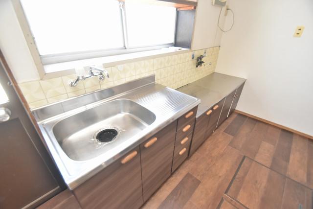 加美北3-12-35貸家 大きなキッチンはお料理の時間を楽しくしてくれます。