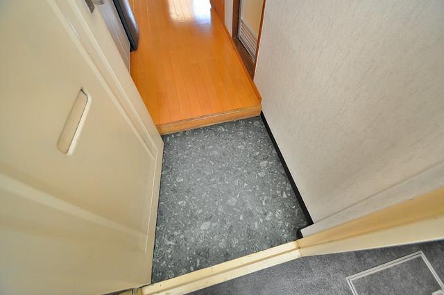 太陽マンション お部屋の入口には何も置かず、シンプルが一番ですね。