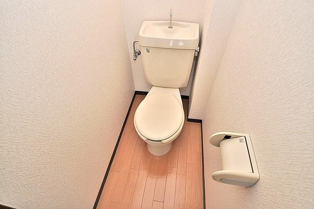 カーサAY 清潔感のある爽やかなトイレ。誰もがリラックスできる空間です。