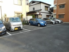 デルニエ駐車場