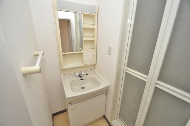フォワイエ 独立した洗面所には洗濯機置場もあり、脱衣場も広めです。