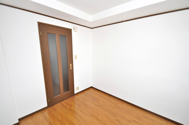 大宝小阪ヴィラデステ シンプルな単身さん向きのマンションです。