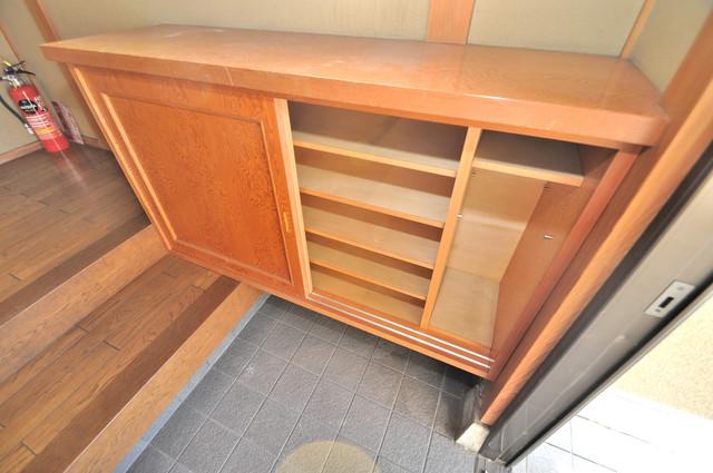 アドバンス渋川 ペントハウス 玄関にはコンパクトながらシューズボックスもありますよ。