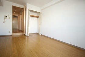 https://image.rentersnet.jp/32355340-6653-4814-9f5d-e50d93f26862_property_picture_1992_large.jpg_cap_居室