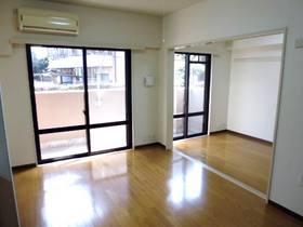 南面のDKと洋室の間は、一間分開くので繋げて使用すれば広々。