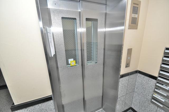 プロミネンス 嬉しい事にエレベーターがあります。重い荷物を持っていても安心