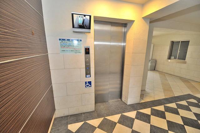 グレンパーク中川 嬉しい事にエレベーターがあります。重い荷物を持っていても安心
