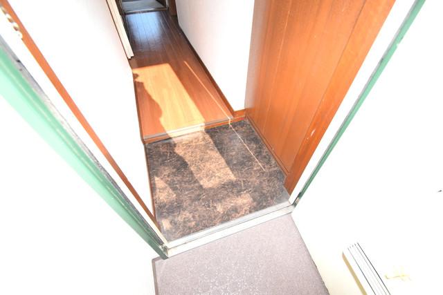 三国プラザ 玄関から部屋が見えないので急な来客でも安心です。