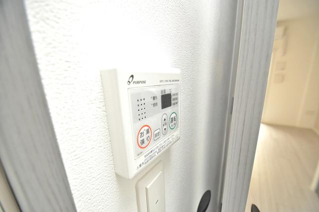 レジュールアッシュOSAKA新深江 給湯リモコン付。温度調整は指1本、いつでもお好みの温度です。