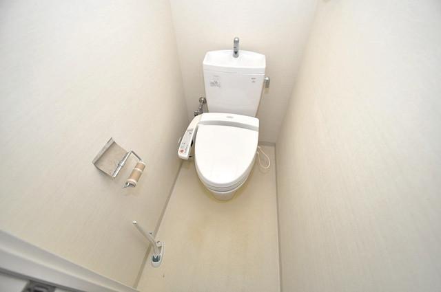 セレッソコート八戸ノ里ハートランドイーストビュー 白くてピカピカのトイレですね。癒しの空間になりそう。