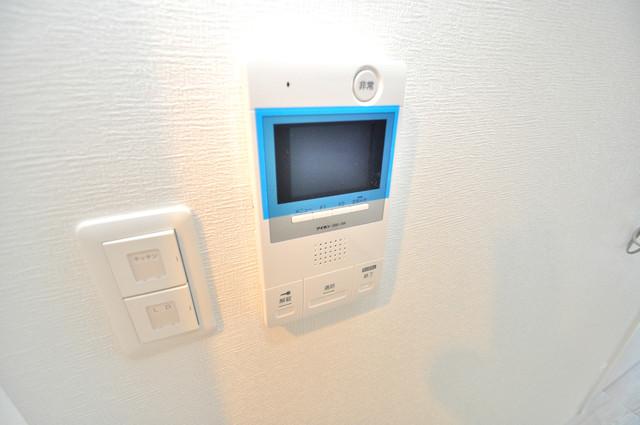 グランドゥーエ永和駅前 TVモニターホンは必須ですね。扉は誰か確認してから開けて下さいね