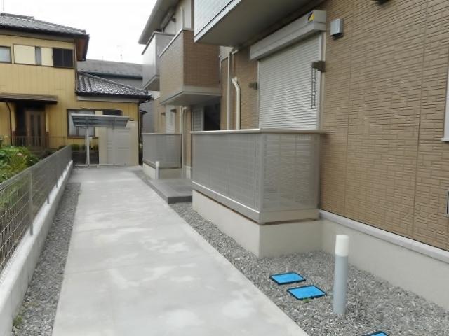 本厚木駅 バス11分「王子入口」徒歩1分エントランス