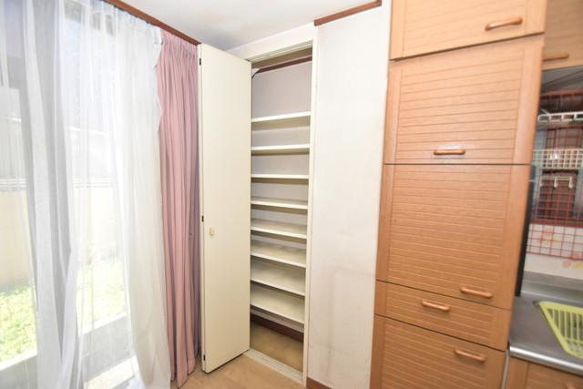 ロイヤル丸文 もちろん収納スペースも確保。いたれりつくせりのお部屋です。