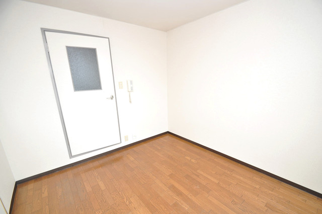 新深江ツリガミビルパートⅠ 朝には心地よい光が差し込む、このお部屋でお休みください。