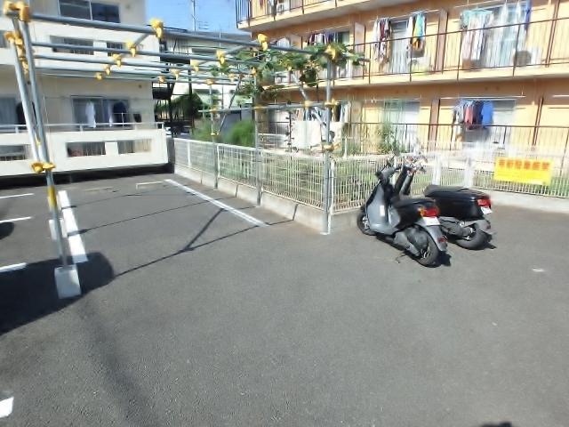 ミルローゼ駐車場