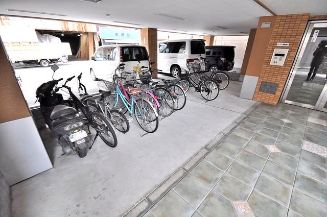ヴィラサンライフ 1階には駐輪場があります。屋内なので、雨の日も安心ですね。