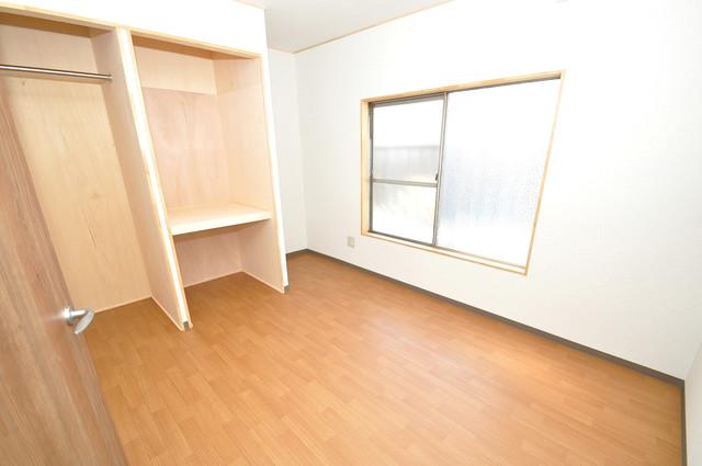 寺前町1-1-27 貸家 解放感たっぷりで陽当たりもとても良いそんな贅沢なお部屋です。