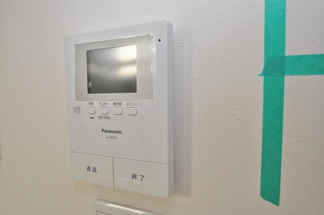 アキラ大阪 モニター付きインターフォンでセキュリティ対策もバッチリ。