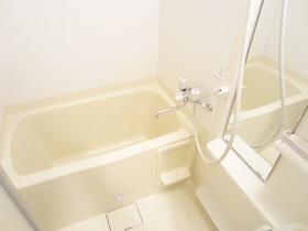きれいで広いバスルーム!