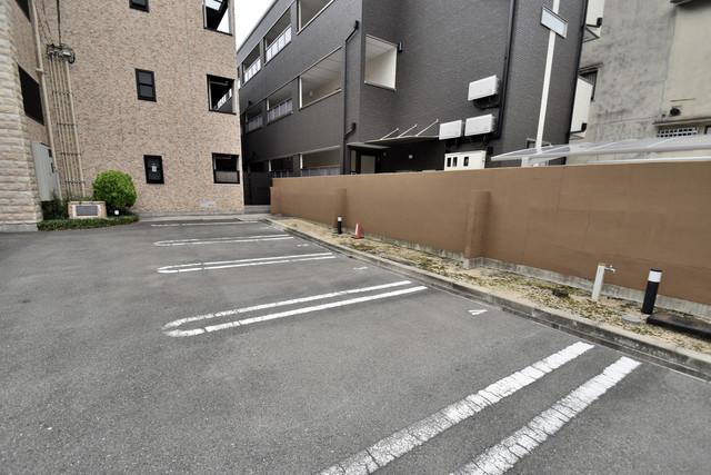 アルム久宝寺 敷地内には駐車場があり安心ですね。