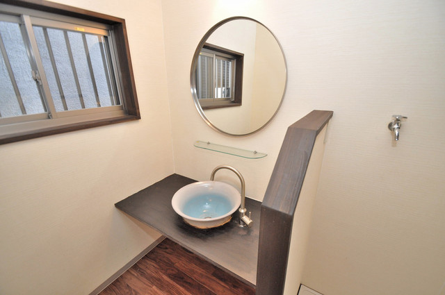 エフェクティブハウス布施 古風な感じを残しつつ今っぽさもあるオシャレな洗面台。