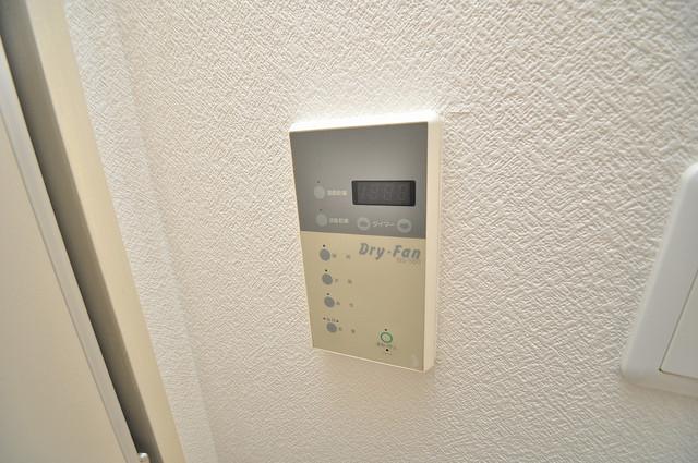 八千代ハイツ 給湯リモコン付。温度調整は指1本、いつでもお好みの温度です.