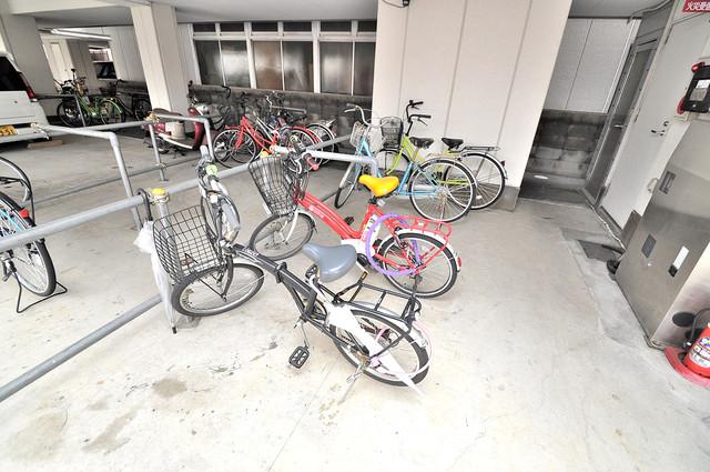 カインド高井田 屋内にある駐輪場は大切な自転車を雨から守ってくれます。